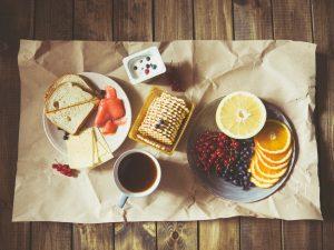 Vilões e heróis: o que os alimentos fazem nos seus dentes