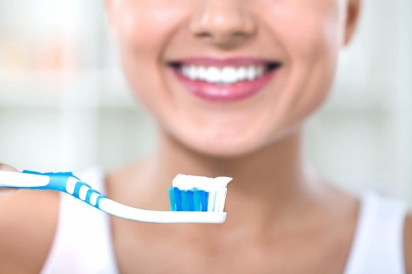 Creme dental clareador: será que realmente funciona?
