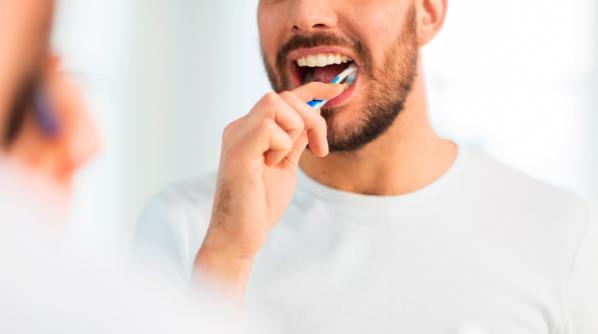 Conheça 5 benefícios causados pela limpeza da língua
