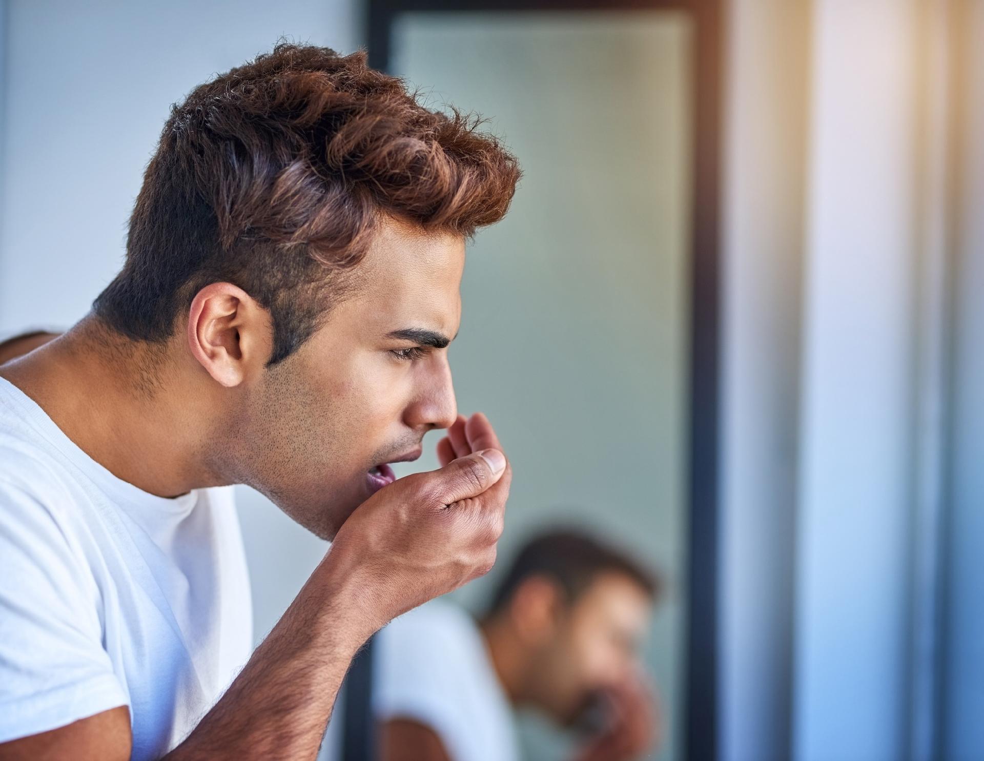 O mau hálito passa pelo beijo?